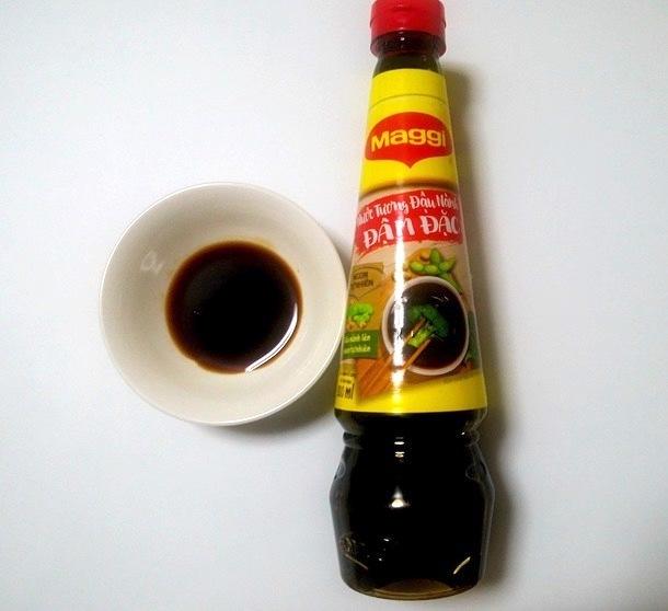 ベトナム醤油「ヌクトゥン」