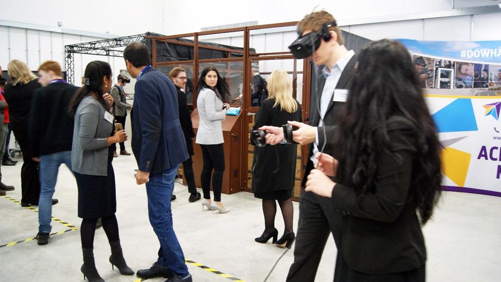 イギリスの大学でVRARデバイスを使った教育が始まる